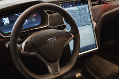 Detalle del coche del modelo S de Tesla en Milán, Italia Imagen de archivo