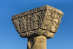Detalle del complejo cristiano temprano de la catedral en ruinas de Byllis antiguo, Illyria, Albania del pilar foto de archivo libre de regalías