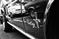 Detalle del descapotable de Ford Mustang del coche (blanco y negro) Fotografía de archivo libre de regalías