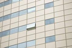 Detalle del edificio de oficinas de la fachada. Foto de archivo