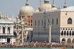 Detalle del edificio histórico de Venecia fotografía de archivo libre de regalías