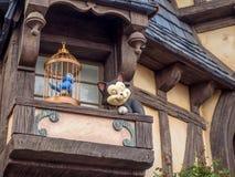 Detalle del edificio real de Pasillo en Fantasyland en el parque de Disneyland Imagen de archivo libre de regalías