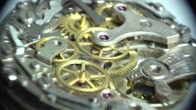 Detalle del funcionamiento del mecanismo del reloj