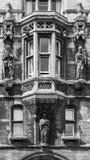 Detalle del gatehouse de Gonville y de la universidad de Caius Cambridge, En Fotos de archivo