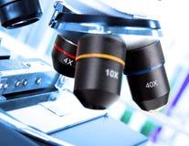 Detalle del microscopio moderno foto de archivo libre de regalías