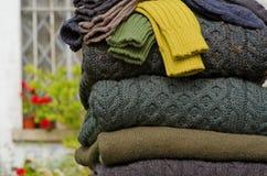 Detalle del modelo del suéter del knit del cable de Aran Fotografía de archivo libre de regalías