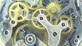 Detalle del movimiento del mecanismo del reloj, diversos pedazos pero importante semejante