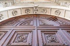 Detalle del portal en estilo del Gótico-renacimiento fotografía de archivo