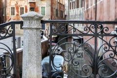 Detalle del puente clásico en Venecia Fotos de archivo libres de regalías