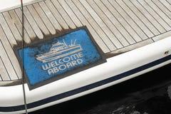 Detalle del ship& x27; alfombra de s que da la bienvenida a bordo Imágenes de archivo libres de regalías