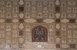 Detalle del techo duplicado en el palacio del espejo en Amber Fort en Jaipur imagen de archivo libre de regalías