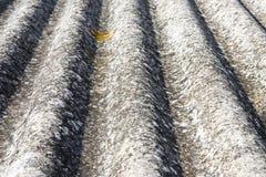 Detalle del tejado del amianto Foto de archivo libre de regalías