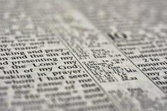 Detalle del texto de la biblia imagenes de archivo