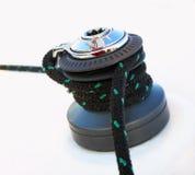 Detalle del torno del velero y del yate de la cuerda. El navegar Fotos de archivo libres de regalías