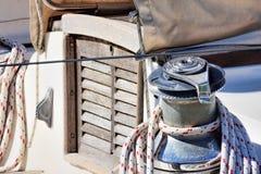 Detalle del torno en el barco de vela Foto de archivo libre de regalías
