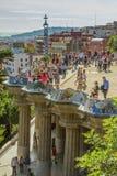 Detalle del trabajo de mosaico colorido del parque Guell Barcelona de España Fotografía de archivo libre de regalías