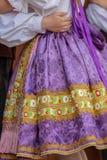 Detalle del traje popular eslovaco tradicional llevado por las mujeres fotografía de archivo libre de regalías