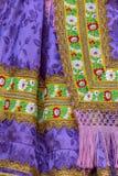 Detalle del traje popular eslovaco tradicional llevado por las mujeres fotos de archivo