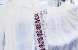 Detalle del traje tradicional rumano Imagen de archivo libre de regalías