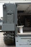 Detalle del vehículo de transporte militar del campo de batalla. imágenes de archivo libres de regalías