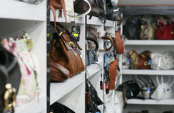 Detalle en bolsos del almacén Fotos de archivo