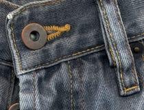 Detalle extremo de pantalones vaqueros Fotos de archivo