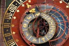 Detalle hermoso de la torre de reloj en Berna Foto de archivo