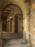 Detalle histórico de la puerta del hierro labrado de la iglesia Fotos de archivo