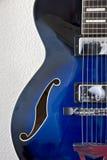 Detalle izquierdo de la guitarra del jazz Fotografía de archivo