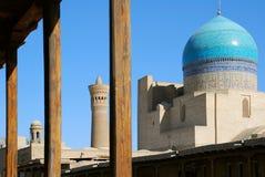 Detalle Kalyan Mosque y Miri-árabe de Madrassah en Bukhara Imágenes de archivo libres de regalías