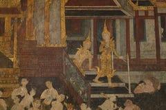 Detalle la pintura antigua en la pared en el templo de Wat Suthat Foto de archivo