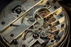 Detalle la vista del mecanismo de un reloj de bolsillo viejo imagen de archivo libre de regalías