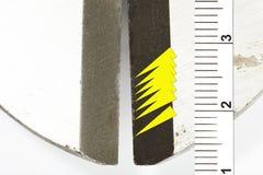 Detalle macro de los cortadores de perno analizados como pruebas de la policía del crimen del robo Imágenes de archivo libres de regalías