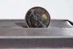 Detalle macro de una moneda de plata del dirham y de x28; Dirham de United Arab Emirates, AED& x29; Fotos de archivo libres de regalías