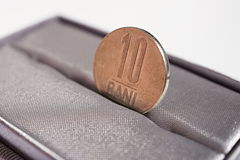 Detalle macro de una moneda del metal de diez Bani y x28; La moneda rumana RON también llamó Lei o Leu& x29; Foto de archivo