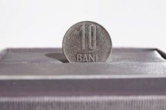 Detalle macro de una moneda del metal de diez Bani y x28; La moneda rumana RON también llamó Lei o Leu& x29; Fotografía de archivo libre de regalías