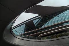 Detalle moderno abstracto de la arquitectura de la forma Fachada biónica Oficina de negocios Imagen de archivo