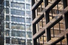 Detalle moderno del edificio de oficinas del acero y del vidrio Fotos de archivo