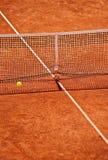 Detalle neto del tenis con la bola en el aire Fotos de archivo libres de regalías