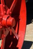 Detalle rojo de la rueda del tractor Imagen de archivo