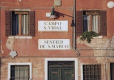 Detalle veneciano de la casa Imágenes de archivo libres de regalías
