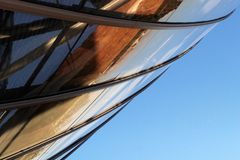Detalle y cielo de la arquitectura de Louis Vuitton Foundation de Frank Gehry imágenes de archivo libres de regalías