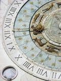 Detalle zodiacal del reloj Imágenes de archivo libres de regalías