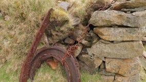 Detalles abandonados de la granja en Islandia almacen de metraje de vídeo