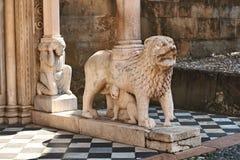Detalles antiguos hermosos de la arquitectura en Bérgamo, Italia imágenes de archivo libres de regalías