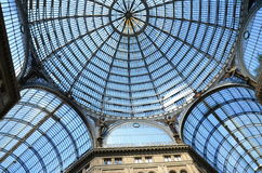 Detalles archirectural interiores de la galería de Umberto I en Nápoles, Italia Foto de archivo