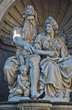 Detalles arquitectónicos de la mitología griega en el palacio de Hofburg en Viena Foto de archivo