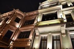 Detalles arquitectónicos de un edificio histórico con la iluminación Imágenes de archivo libres de regalías