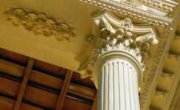 Detalles arquitectónicos de una reproducción del edificio del viejo y antiguo tipo de los palacios de construcción Fotografía de archivo