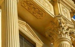 Detalles arquitectónicos de una reproducción del edificio del viejo y antiguo tipo de los palacios de construcción Imagen de archivo libre de regalías